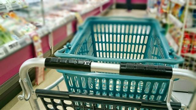 買い物カゴの中身と見た目年齢は一致する